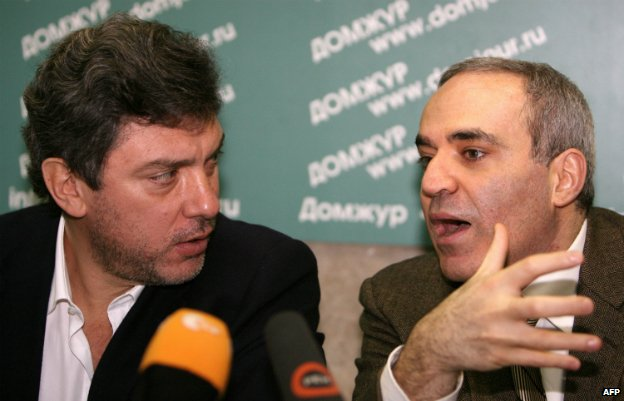Garry Kasparov, right, speaks with Boris Nemtsov at a press conference in Moscow - 6 February 2009