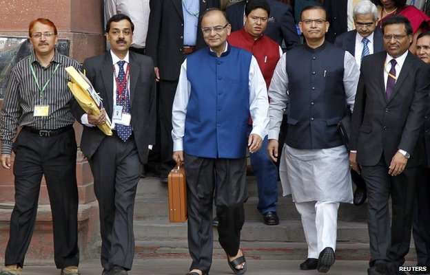 """India""""s Finance Minister Arun Jaitley (C) leaves his office to present the 2015/16 federal budget in New Delhi February 28, 2015."""
