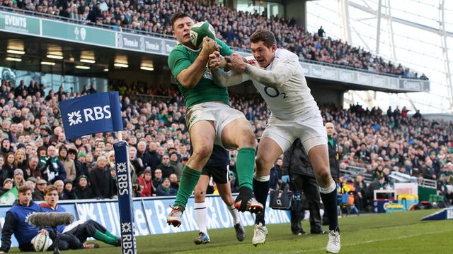 Six Nations 2015: Robbie Henshaw try puts Ireland in control