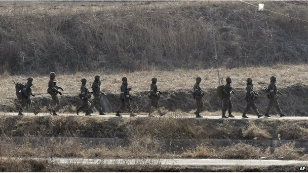 South Korean soldiers in the drill near the De-militarised Zone (2 March 2015)