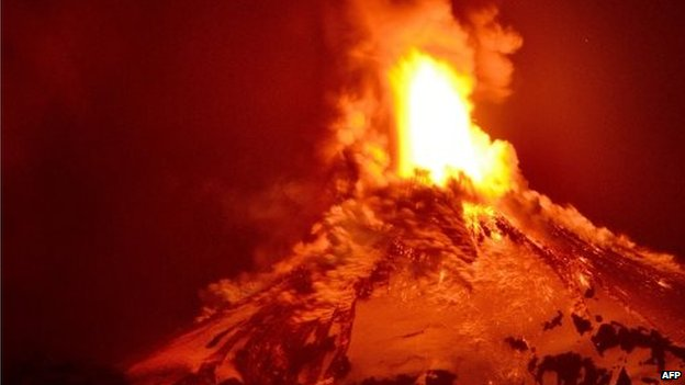A picture of the Villarrica volcano erupting on 3 March 2015