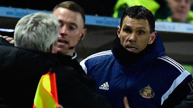 Sunderland manager Gus Poyet argues with Hull City manager Steve Bruce