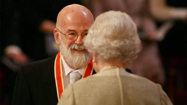 Terry Pratchett knighted