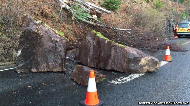 Rocks on A82 near Invermoriston