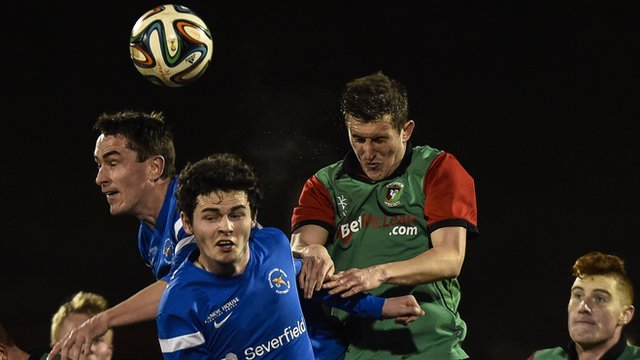 Action from the Irish Premiership match between Glentoran and Ballinamallard