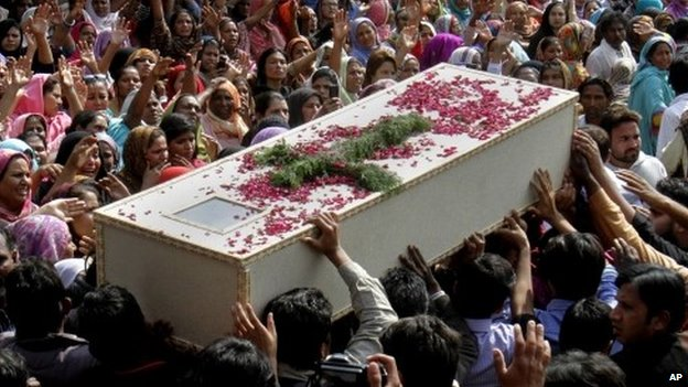 """Pakistani Christians carry a casket of a victim of Sunday""""s pair of suicide attacks on two churches during a mass funeral service in Lahore, Pakistan"""