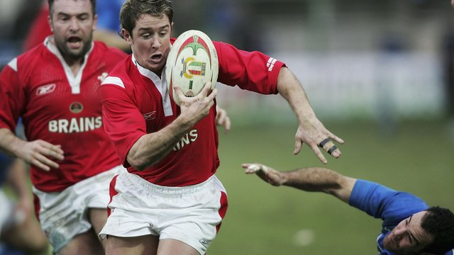 Shane Williams in action against Italy in 2005