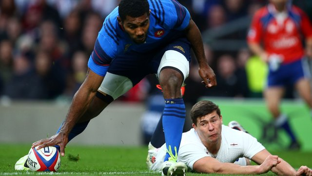 Noa Nakaitaci scores a try for France against England