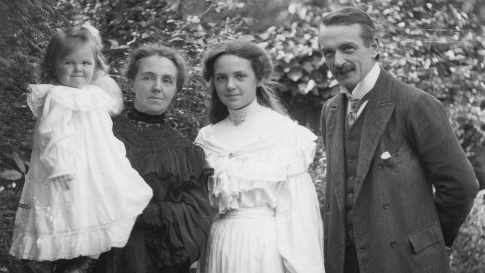David Lloyd George, gyda'i wraig gyntaf Margaret, a'i blant Megan a Mair