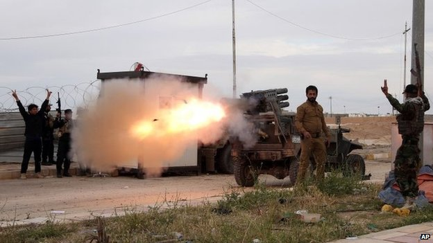 Shia militia fire rockets at Islamic State positions in Tikrit (24 March 2015)