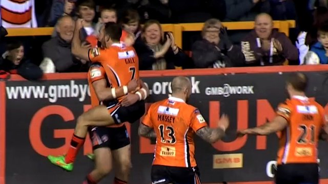 Castleford score a fantastic team try in their match against Salford