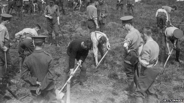 Irish men dig graves for Lusitania victims