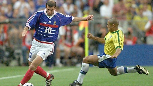 France's Zinedine Zidane and Brazil's Roberto Carlos
