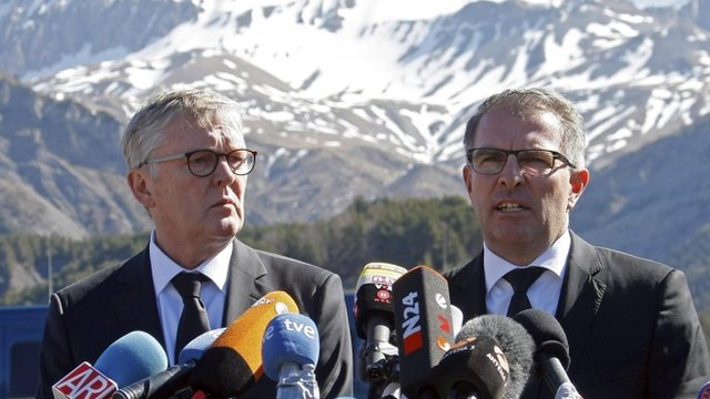 Lufthansa Chief Executive Carsten Spohr (R) and Germanwings Managing Director Thomas Winkelmann speak during a news conference