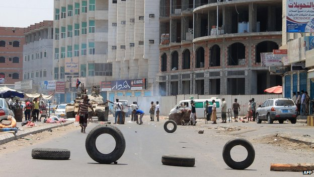 Checkpoint being set up in Aden (2 April)