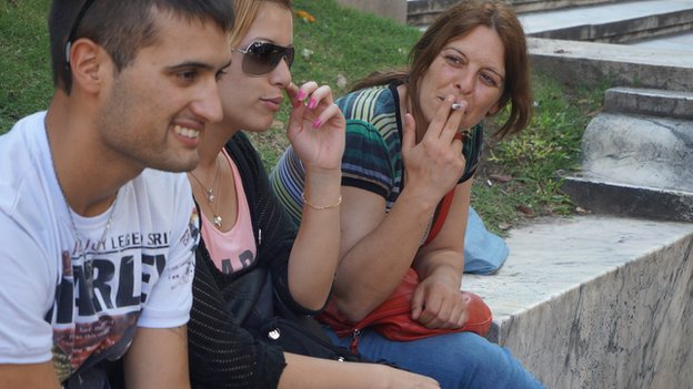 People smoking in Uruguay 07 March 2015