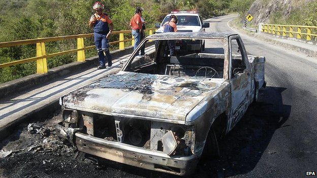 A burnt-out vehicle after a shooting between Mexican authorities and alleged criminals in Soyatan, Mexico, on 6 April 2015