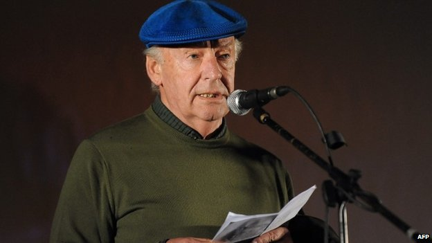 """Eduardo Galeano speaks during the closing march to support a referendum to abolish an amnesty law for those involved in human rights violations during Uruguay""""s dictatorship. October, 2009."""