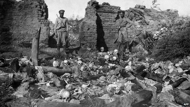 Skulls in ruined Armenian village of Sheyxalan, 1915 (pic from Armenian Genocide Museum-Institute)