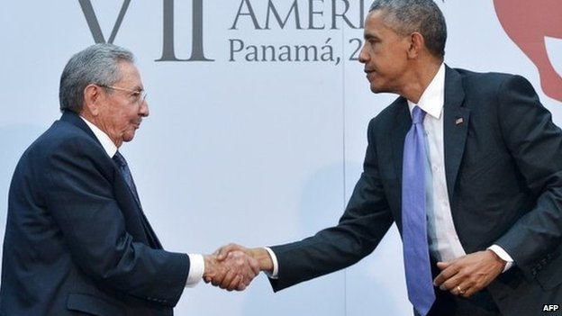 Cuban President Raul Castro and US President Barack Obama shake hands in Panama City. Photo: 11 April 2015