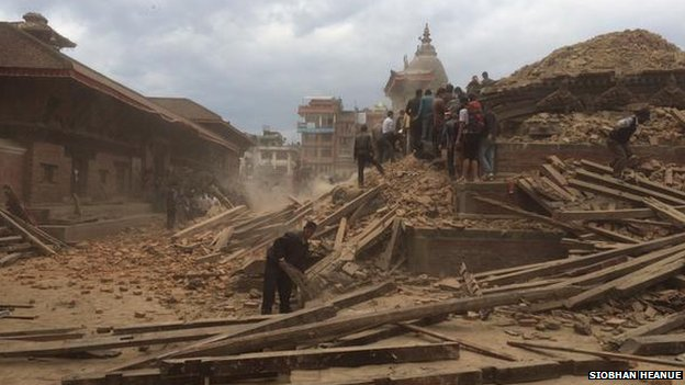 Images showing the moments before and after the quake struck temples in Kathmandu, taken by ABC News Australia reporter Siobhan Heanue