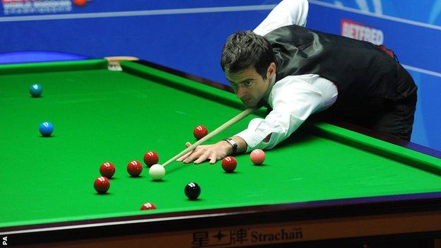 BBC Sport - World Snooker Championship: Ronnie O'Sullivan through