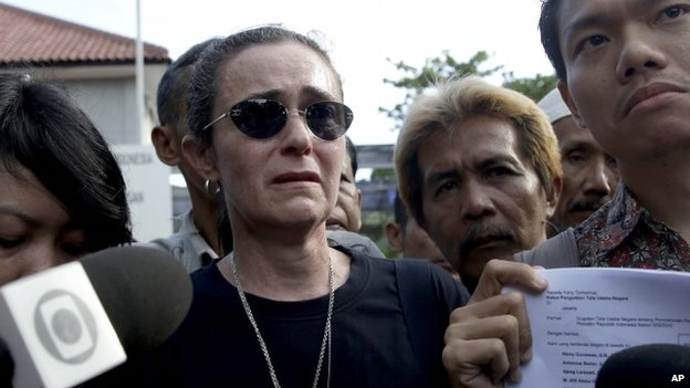 Angelita Muxfeldt, centre, a cousin of Rodrigo Gularte, Brazilian national who is on death row for smuggling drugs into Indonesia, speaks to the media after visiting her cousin in Cilacap, Central Java, Indonesia, Tuesday, April 28, 2015.