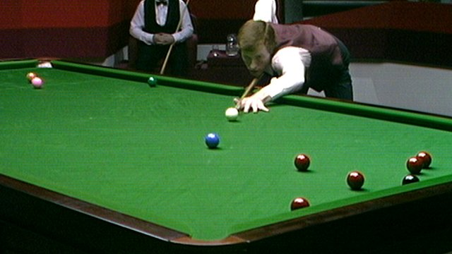 Steve Davis takes on a blue at the 1985 World Snooker Championship