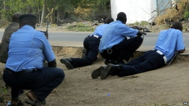 Kenyan police on the day of the attack on the university in Garissa - 2 April 2015
