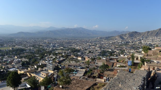 A Pakistani army soldier stands guard at an army post overlooking the city of Mingora in Swat valley (Sept 2013)
