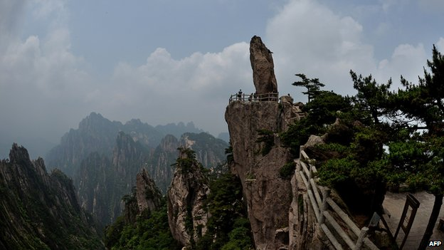 """The """"Top of Peak"""" formation at the Huangshan park in Anhui Province."""