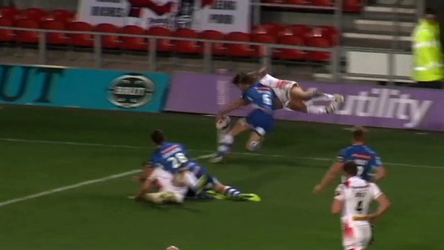 Tom Makinson scores a try for St Helens against Wakefield Wildcats