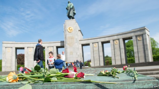Flowers laid at the Soviet War Memorial in Berlin's Tiergarten district on 8 May 2015