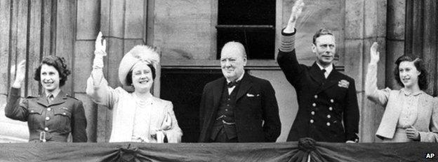 Royal Family on Buckingham Palace on VE Day