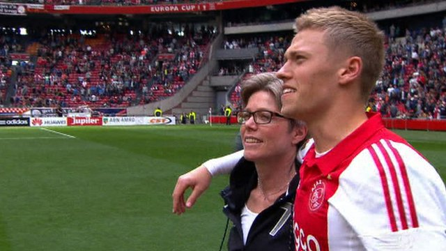 Ajax players Mother's Day tribute
