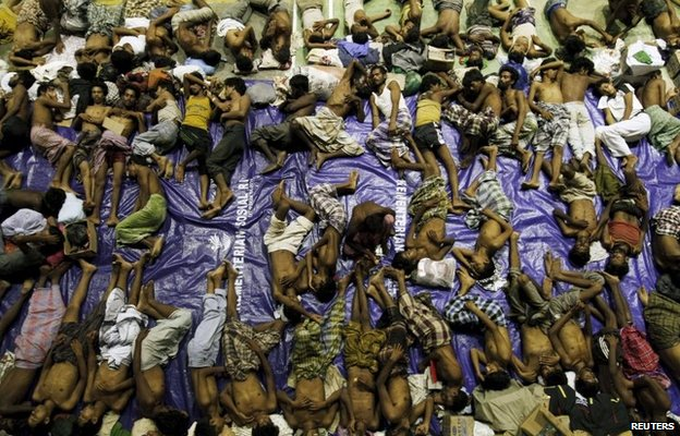 Migrants rest at a centre in Lhoksukon in Indonesia's Aceh Province (11 May 2015)