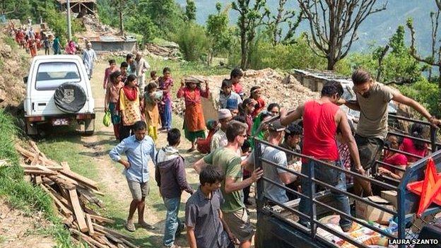 Distributing food supplies, Sindhupalchok