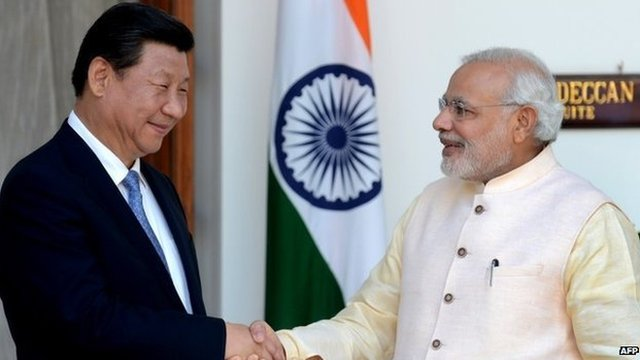 Indian Prime Minister Narendra Modi (right) shakes hands with Chinese President Xi Jinping during a meeting in New Delhi (18 September 2014)