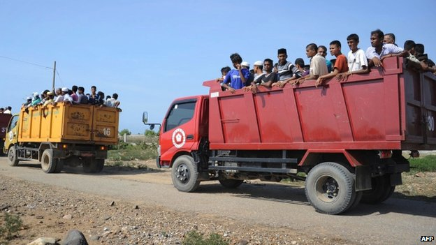 Rescued migrants, mostly Rohingyas from Myanmar and Bangladesh, are transported by trucks to the fishing town of Kuala Cangkoi in Aceh province, Indonesia (13 May 2015)