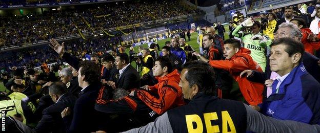 BBC Sport - Boca Juniors v River Plate: Copa Libertadores tie abandoned