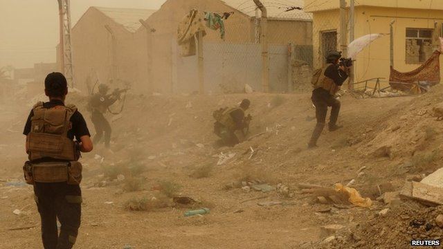 Iraqi security forces defending their headquarters