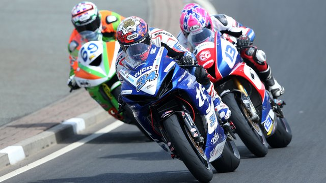 Alastair Seeley edged out Glenn Irwin and Lee Johnston in a thrilling opening Supersport race at the North West 200