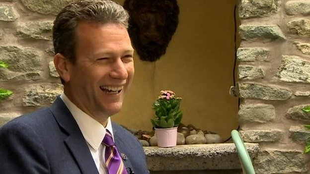 Mae Nathan Gill, arweinydd UKIP yng Nghymru, a'i blaid wedi gosod mewnfudo y uchel ar yr agenda wleidyddol