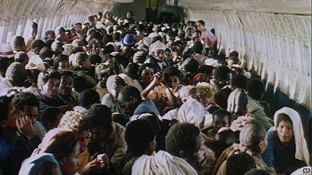 Ethiopian Jews head for Tel Aviv in 1991