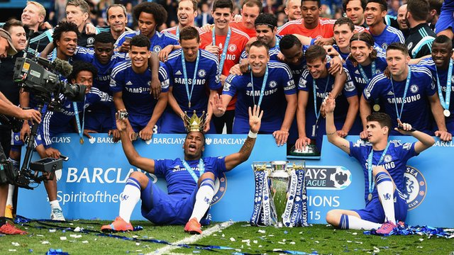 Chelsea celebrate winning the 2014/15 Premier League title