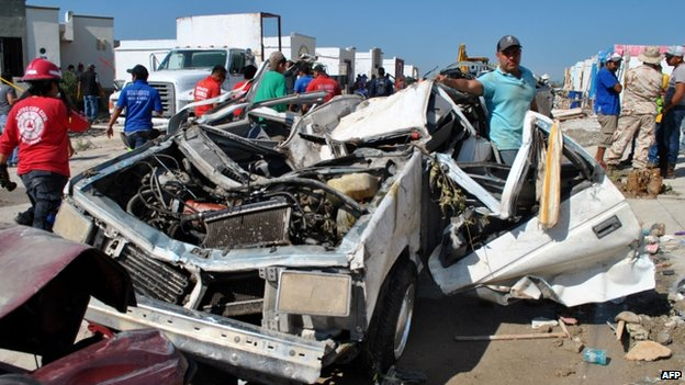 A destroyed car in Ciudad Acuna (26 May 2015)