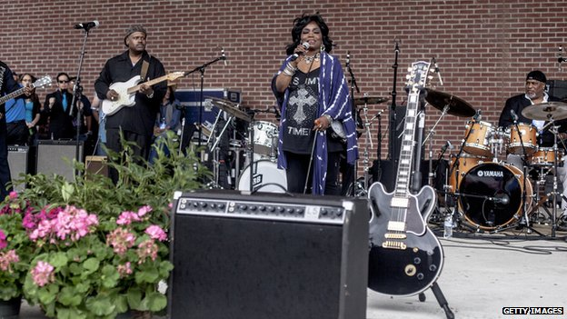 Singer Ruby Wilson, the 'Queen of Beale Street', performs at the memorial