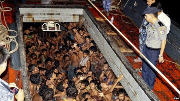 Myanmar police officers on a fishing boat with Rohingya migrants (22 May 2015)