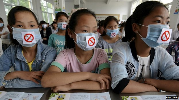 Students wearing masks with no smoking signs attend an anti-smoking lecture ahead of the World No Tobacco Day, at a middle school in Fuyang, Anhui province, China, May 29, 2015. World No Tobacco Day falls on May 31 every year. 29 May 2015.