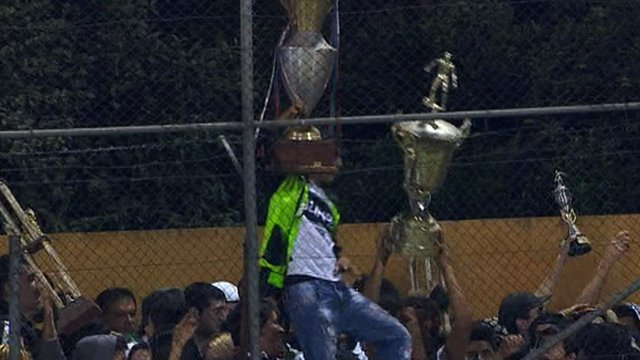 Olimpia fans steal trophies